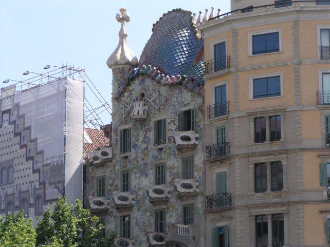 En nog een Gaudi huisje, die in het midden, zeg nu zelf, kan toch zo in de Efteling staan?
