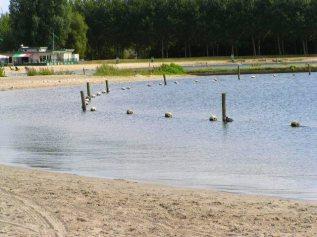 Nog geen 100 meter verderop, het zwemstrandje van Haven, later meer.
